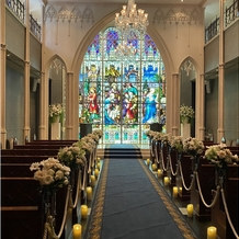 アートグレイス ウエディングコースト 東京ベイの画像 ステンドグラスが前面いっぱい