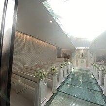 ヴィクトリアガーデン恵比寿迎賓館の画像|白で統一されたチャペル