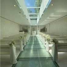 ヴィクトリアガーデン恵比寿迎賓館の画像|チャペルです。 下にはクリスタルが散りばめられており、天井には水が流れてます。