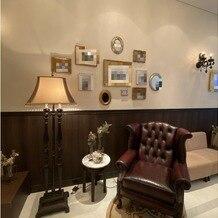 ヴィクトリアガーデン恵比寿迎賓館の画像|待合室 フォトスポットにも使用できます