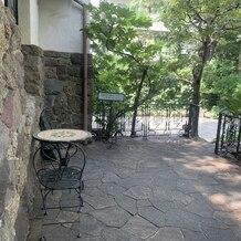 旧石丸邸 ガーデンテラス広尾 (Garden Terrace HIROO residence ISHIMARU)の画像 門を入ったところのスペース