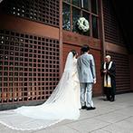 星野リゾート 軽井沢ホテルブレストンコート:両親へ感謝を伝える挙式が叶う、素朴な木の教会に心を奪われた。式後も末永く付き合えることも魅力の一つ