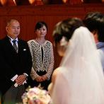 星野リゾート 軽井沢ホテルブレストンコート:誓いや両親への言葉…一つひとつが心に刻まれる挙式。ゲストを大切にしたひと時に、ふたりも笑顔で過ごせた