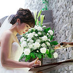 星野リゾート 軽井沢ホテルブレストンコート:一度見たら忘れられない、自然美にあふれる「石の教会」。神秘と感動が包む空間で、緑が一番輝く季節の挙式
