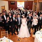 軽井沢高原教会:祝福の歌声でスタートしたアットホームなパーティ。プライベートシェフが目の前で調理する美味しい演出も