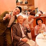 軽井沢高原教会:プライベート感満載の空間で過ごした寛ぎのひと時。料理やスイーツを楽しみながらゲストとのお喋りも弾んだ