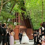 軽井沢高原教会:世代を超えて愛される、大正10年につくられた教会。緑いっぱいのガーデンパーティもイメージ通りだった