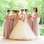 軽井沢高原教会:パーティのはじまりは絶景が彩るガーデン。アッシャーとブライズメイドの活躍で海外挙式のような雰囲気に
