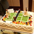 軽井沢プリンスホテル フォレスターナ軽井沢:ふたりが出会ったきっかけの「テニス」をテーマにコーディネート。オリジナルケーキには歓声があがった