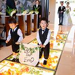 軽井沢プリンスホテル フォレスターナ軽井沢:家族や友人とアットホームに過ごす、軽井沢リゾート挙式。季節の花が輝く光のバージンロードにも魅了された