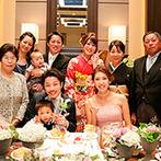 軽井沢プリンスホテル フォレスターナ軽井沢:ブラウンの色調が落ち着きを醸しだす会場をセンスよくアレンジ。心づくしの料理やデザートビュッフェも好評