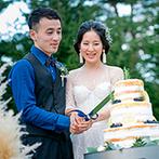 軽井沢プリンスホテル フォレスターナ軽井沢:高原の風と緑、お気に入りの装花に囲まれてのケーキセレモニー。旬の美味しさが詰まったコース料理も大好評