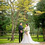 軽井沢プリンスホテル フォレスターナ軽井沢:結婚式をきっかけに、家族や友人に軽井沢を満喫してもらえた。高原の緑の中での撮影も大切な一枚に