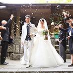 THE NIDOM RESORT WEDDING:どこまでも続く森に向かって、永遠の愛を誓う感動のセレモニー。ゲストと笑顔で楽しんだ至福のひと時