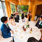 THE NIDOM RESORT WEDDING:弦楽器の生演奏にゆっくり耳を傾けるパーティ。帆立やカニ、あわびなど、北海道食材を駆使した料理も大好評