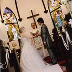 旧軽井沢礼拝堂 旧軽井沢ホテル音羽ノ森:司祭がふたりだけのために言葉を贈ってくれる特別感。ゲストもふたりの人柄が垣間見れて印象深いものに