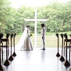 星野リゾート トマム 水の教会:世界的建築家である安藤忠雄氏が創りあげた教会。自然の息吹を感じながら誓いを交わし、皆の心が一つに