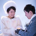 星野リゾート トマム 水の教会:挙式ができるのは、毎年1月中旬~2月中旬の間のみ。親子で北海道旅行をかねたツアーを楽しめるのも決め手