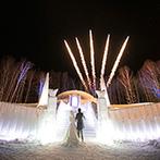 星野リゾート トマム 水の教会:雪と氷に覆われた白樺の森は、まるでファンタジー映画の舞台。冬の夜空を彩る打ちあげ花火も感動の記憶に