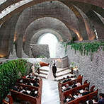 石の教会 内村鑑三記念堂:凛とした空気に包まれた「石の教会」は、五感が研ぎ澄まされる空間。フルコースで試食した絶品料理も決め手
