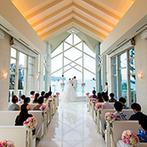 コーラルヴィータ・チャペル(ANAインターコンチネンタル万座ビーチリゾート):海が見える真っ白なチャペルで誓った永遠の愛…。大階段やガーデンを使ってアフターセレモニーも満喫!