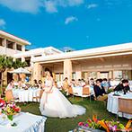 コーラルヴィータ・チャペル(ANAインターコンチネンタル万座ビーチリゾート):開放的な気分でゲストと思い思いに過ごしたひと時。沖縄らしい三線演奏や踊りの演出で華やかなパーティに