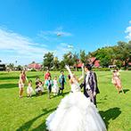 オクマ・フェリシア教会:素敵なロケーションの中で、記憶に深く刻まれた結婚式。旅行気分でリラックスでき、ゲストに笑顔が溢れた