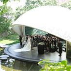 星野リゾート リゾナーレ八ヶ岳:緑あふれるロケーションも心に刻むセレモニー。牧師がふたりと家族にかけてくれた温かな言葉に感動