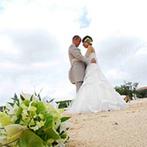 アラマンダ チャペル(シギラベイサイドスイート アラマンダ):鮮やかな緑やどこまでも続く青い海。リゾートならではの美しい景色に彩られた誓いが叶うチャペルに一目ぼれ