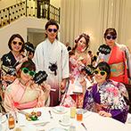 アーククラブ迎賓館 金沢:一人ひとりに用意したサングラスをかけて写真撮影!新郎からのサプライズレターで、感動した新婦の目に涙が
