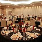 きざん八戸:花嫁衣裳が際立つ黒×赤のシックなコーディネートで大人っぽく。出身地にちなんだオリジナル料理も登場