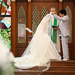 仙台ゆりが丘 マリアージュ アン ヴィラ:美しいドレス姿にゲストの目線が釘付け!バージンロード、祭壇…すべてが新婦を美しく魅せるステージ