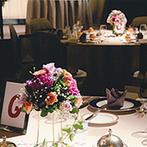 仙台国際ホテル:落ち着いた色合いの装花で、会場を上品にコーディネート。料理を重視したおもてなしがゲストにも大好評!