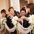 マリエールオークパイン日田:大好きな人たちに愛を誓う人前式。新婦憧れのリングリレーでは、丁寧に指輪を繋いでくれるゲストの姿に感動
