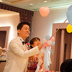 マリエールオークパイン日田:色当てクイズの『正解』はピンク!各卓クルーズでのバルーンスパークやデザートビュッフェでも盛りあがった