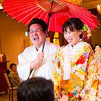 マリエールオークパイン日田:和装もドレスもよく映える白を基調としたパーティ会場が舞台。それぞれの衣裳に合わせた演出で魅了した