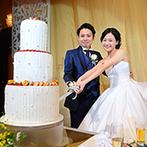 KKRホテル博多:装花は花材にもこだわって特別感を演出。高さのある3段ウエディングケーキは、ゲスト全員におすそ分け!
