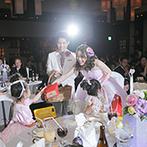 ヴェルジェくらしき:親しみのある和食でのおもてなしに、どのゲストも笑顔。二次会ではスクリーンを使ってビンゴ大会などを満喫