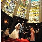 Casa d' Angela ~天使の住処~(カサ・デ・アンジェラ):礼拝堂中央には高さ12mもの壮麗な大ステンドグラスが。その美しさに思わず誰もがため息をついた