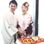 グランラセーレ東広島:明るく開放的な会場で、景色を楽しみながらアットホームなパーティ。オリジナルケーキや料理も好評だった