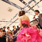 グランラセーレ東広島:両親の結婚記念日を祝ってサプライズプレゼント!ブーケプルズやテーブルフォトでゲストとの触れ合いも満喫