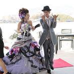 グランラセーレ東広島:念願だったガーデン入場の夢をかなえたふたり。意外な場所から登場した新郎新婦に、ゲストはびっくり!