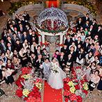 ホテルモントレ札幌:英国の庭園を訪れたかのような、開放的なアトリウム。クリスマスバージョンの装花も季節感と華やぎを演出