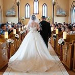 Brides Scene エスティーズ:温かな雰囲気の中で誓えるチャペル、プールつきの貸切邸宅にひとめぼれ。スタッフの親身な対応も心に響いた
