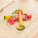 ララシャンス迎賓館:オープンキッチンから振る舞われる美味しい料理が大きな決め手に。緑に囲まれた貸切空間にも惹かれた