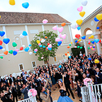 """ララシャンス迎賓館:""""make smile""""をテーマにしたゲスト参加型の楽しいパーティ。カラフルな風船が空に舞い、笑顔が広がった"""