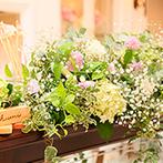 ララシャンス迎賓館:優しい色合いのナチュラルな装花で、自然な笑顔が広がるパーティ。心をつくした美食でゲストをおもてなし