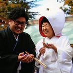 アニエス会津:歴史ある神社で行われた、本格的な和の挙式に感動。折り鶴シャワーなどゲストからの祝福を一身に受けて
