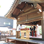 神戸北野 ハンター迎賓館:神戸の街を見渡せる丘の上で、爽やかな風が吹く神前式。花嫁行列では参拝客や観光客から祝福を浴びた