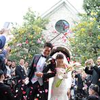 京都ノーザンチャーチ北山教会:溢れんばかりの緑をまとった趣のある礼拝堂。木と光のぬくもりを感じながら愛を誓ったふたりのセレモニー